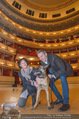 ORF backstage am Ball - Staatsoper - Mi 03.02.2016 - Andrea HEINRICH, Alfons HAIDER mit Sprengstoffsp�rhund27
