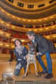 ORF backstage am Ball - Staatsoper - Mi 03.02.2016 - Andrea HEINRICH, Alfons HAIDER mit Sprengstoffsp�rhund29