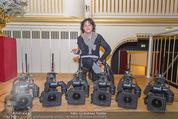 ORF backstage am Ball - Staatsoper - Mi 03.02.2016 - Andrea HEINRICH mit Kameras33
