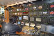ORF backstage am Ball - Staatsoper - Mi 03.02.2016 - Andrea HEINRICH im �-Wagen (�bertragsungswagen ORF)34