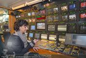 ORF backstage am Ball - Staatsoper - Mi 03.02.2016 - Andrea HEINRICH im �-Wagen (�bertragsungswagen ORF)35