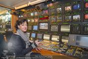 ORF backstage am Ball - Staatsoper - Mi 03.02.2016 - Andrea HEINRICH im �-Wagen (�bertragsungswagen ORF)36