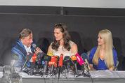 Brooke Shields PK - Lugner City - Mi 03.02.2016 - Brooke SHIELDS, Richard und Cathy LUGNER19