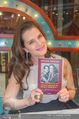 Brooke Shields PK - Lugner City - Mi 03.02.2016 - Brooke SHIELDS mit ihrem Buch44