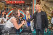 Brooke Shields PK - Lugner City - Mi 03.02.2016 - Brooke SHIELDS, Mr. PROBZ, Cathy LUGNER49
