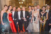 Opernball - Red Carpet - Staatsoper - Do 04.02.2016 - Dominique MEYER mit Staatsoper K�nstlern Gruppenfoto1