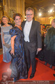 Opernball - Red Carpet - Staatsoper - Do 04.02.2016 - Stefan RUZOWITZKY mit Ehefrau Birgit102