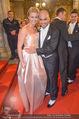 Opernball - Red Carpet - Staatsoper - Do 04.02.2016 - Eric PAPILAYA mit Freundin Julie118