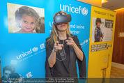 70 Jahre Unicef Pressefrühstück - Grand Hotel - Mi 24.02.2016 - Lilian KLEBOW mit 3D-Brille13