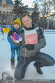 SuperFit Eisstockschießen - Rathausplatz - Mi 24.02.2016 - Alex LIST mit Felix10