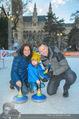 SuperFit Eisstockschießen - Rathausplatz - Mi 24.02.2016 - Alex LIST mit Tanja und Felix2