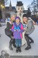 SuperFit Eisstockschießen - Rathausplatz - Mi 24.02.2016 - Missy MAY mit Marie, Sylvia GRAF24