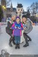 SuperFit Eisstockschießen - Rathausplatz - Mi 24.02.2016 - Missy MAY mit Marie, Sylvia GRAF25