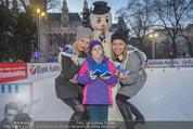 SuperFit Eisstockschießen - Rathausplatz - Mi 24.02.2016 - Missy MAY mit Marie, Sylvia GRAF26