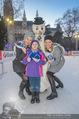 SuperFit Eisstockschießen - Rathausplatz - Mi 24.02.2016 - Missy MAY mit Marie, Sylvia GRAF27