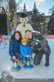 SuperFit Eisstockschießen - Rathausplatz - Mi 24.02.2016 - Alex LIST mit Tanja und Felix3