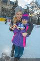 SuperFit Eisstockschießen - Rathausplatz - Mi 24.02.2016 - Missy MAY mit Marie8