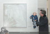 Oswald Oberhuber Ausstellung - 21er Haus - Di 08.03.2016 - Christine K�NIG mit einem fremden Baby115