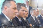 Marcel Hirscher Ehrenzeichen - Bundeskanzleramt - Mi 23.03.2016 - Hans Peter DOSKOZIL, Marcel HIRSCHER, Werner FAYMANN14