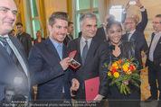 Marcel Hirscher Ehrenzeichen - Bundeskanzleramt - Mi 23.03.2016 - Rose May ALABA, Marcel HIRSCHER, Werner FAYMANN54