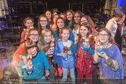 Premiere Messiah Rocks - Raimund Theater - Do 24.03.2016 - Ana Milva GOMES mit Kindern und Osterhasen36