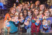 Premiere Messiah Rocks - Raimund Theater - Do 24.03.2016 - Ana Milva GOMES mit Kindern und Osterhasen37