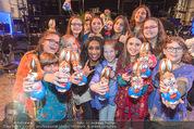 Premiere Messiah Rocks - Raimund Theater - Do 24.03.2016 - Ana Milva GOMES mit Kindern und Osterhasen38