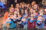 Premiere Messiah Rocks - Raimund Theater - Do 24.03.2016 - Ana Milva GOMES mit Kindern und Osterhasen39