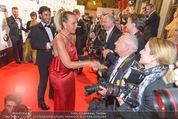 Filmball Vienna - Rathaus - Fr 01.04.2016 - Natascha OCHSENKNECHT begr��t die Presse240