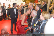 Filmball Vienna - Rathaus - Fr 01.04.2016 - Natascha OCHSENKNECHT begr��t die Presse241