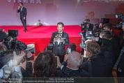 Filmball Vienna - Rathaus - Fr 01.04.2016 - B�lent SHARIF umringt von Fotografen, Presse, Blitzlichtgewitte342