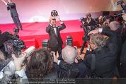 Filmball Vienna - Rathaus - Fr 01.04.2016 - B�lent SHARIF umringt von Fotografen, Presse, Blitzlichtgewitte344