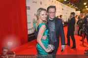 Filmball Vienna - Rathaus - Fr 01.04.2016 - Philipp WECK mit Freundin Yulija DEVYATOVA48
