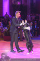Dancer against Cancer - Hofburg - Sa 09.04.2016 - Hund Falco mit Lukas340