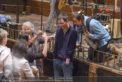 All for Autism Charity Concert - Wiener Musikverein - Di 26.04.2016 - Jan Josef LIEFERS macht Fotos mit Fans114