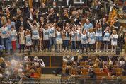 All for Autism Charity Concert - Wiener Musikverein - Di 26.04.2016 - Finale auf der B�hne mit Stars und Kindern185