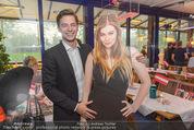 Zoe Farewell Party - Summerstage - Mi 27.04.2016 - Kaspar (Freund von ZOE) mit ZOE (Pappfigur)11