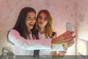 Huawei P9 Präsentation - MQ Leopold Museum - Mi 11.05.2016 - girls taking selfie108