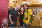Charity Modenschau - Kulturhaus Hirtenberg - Sa 14.05.2016 - Greg BANNIS (hot chocolate), Christina LUGNER27