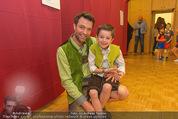 Charity Modenschau - Kulturhaus Hirtenberg - Sa 14.05.2016 - Jakob SEEB�CK mit Sohn Sebastian83