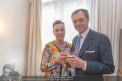 Empfang für Dominique Meyer - Privatwohnung Sarata - Mi 18.05.2016 - Christiane WENCKHEIM mit Ehemann Eugen OTTO39