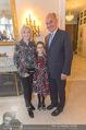 Empfang für Dominique Meyer - Privatwohnung Sarata - Mi 18.05.2016 - Johann und Erna MARIHART mit Enkelin Lilli43