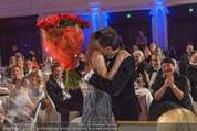 emba - Events Hall of Fame - Casino Baden - Do 19.05.2016 - Hubert Hupo NEUPER mit Ehefrau Claudia und 32 roten Rosen156