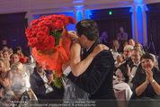 emba - Events Hall of Fame - Casino Baden - Do 19.05.2016 - Hubert Hupo NEUPER mit Ehefrau Claudia und 32 roten Rosen157
