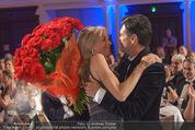 emba - Events Hall of Fame - Casino Baden - Do 19.05.2016 - Hubert Hupo NEUPER mit Ehefrau Claudia und 32 roten Rosen158