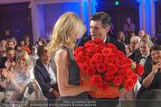 emba - Events Hall of Fame - Casino Baden - Do 19.05.2016 - Hubert Hupo NEUPER mit Ehefrau Claudia und 32 roten Rosen160