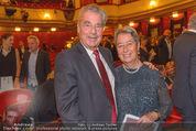 Nein zu krank und arm - Burgtheater - Fr 20.05.2016 - Heinz und Margit FISCHER18
