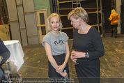 Nein zu krank und arm - Burgtheater - Fr 20.05.2016 - Mavie H�RBIGER, Karin BERGMANN45