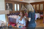 Kristina Sprenger Fotoshooting - Wiener Wiesn Riesenrad - Do 09.06.2016 - Kristina SPRENGER backstage vor dem Shooting bei Styling2