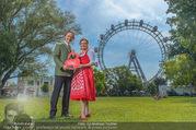 Kristina Sprenger Fotoshooting - Wiener Wiesn Riesenrad - Do 09.06.2016 - Christian FELDHOFER, Claudia WIESNER37